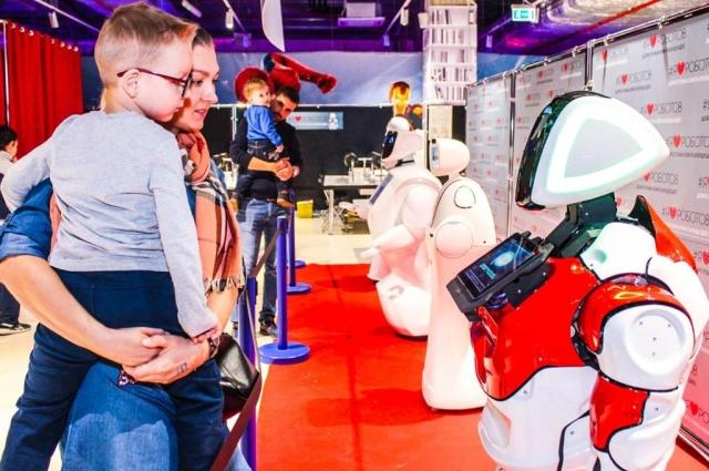 Гости выставки не только увидят роботов, но и смогут повзаимодействовать с каждым из них.