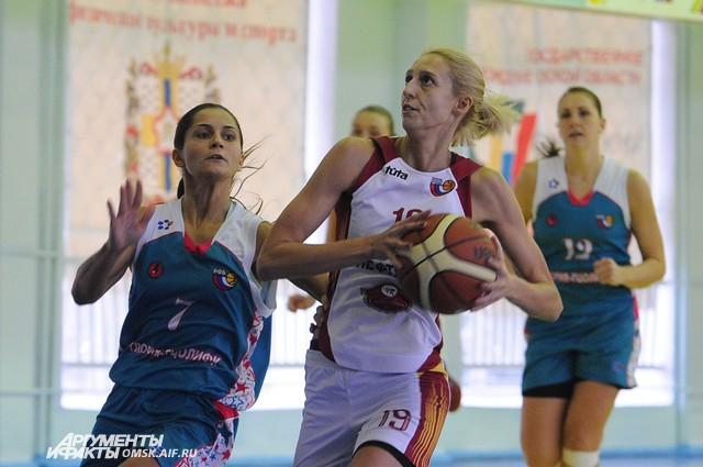 Омские баскетболистки вновь сражаются за медали.