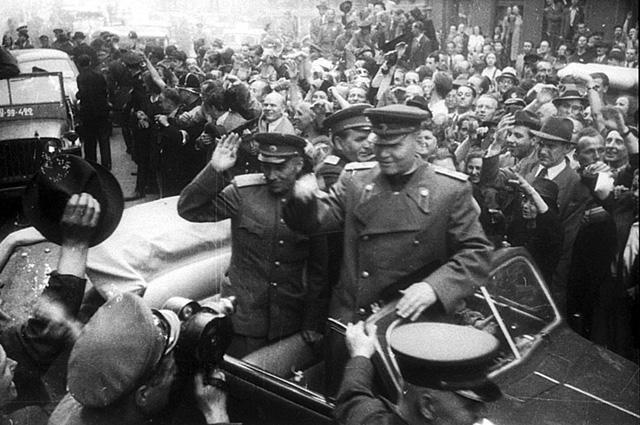 Маршал Конев в Праге, 1945 год