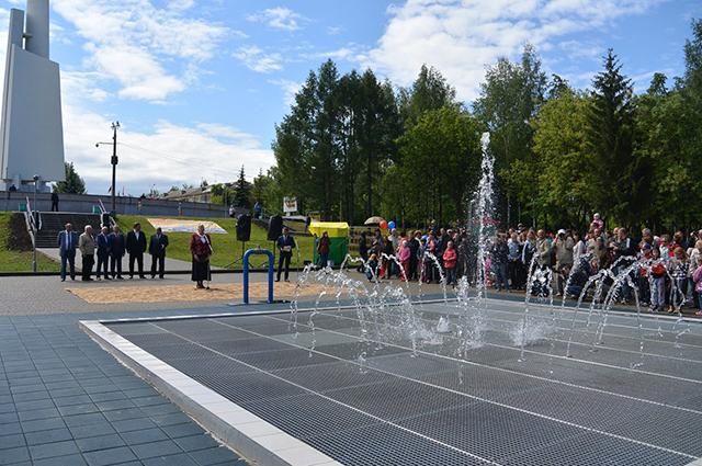 Первый фонтан открыли в парке Победы.
