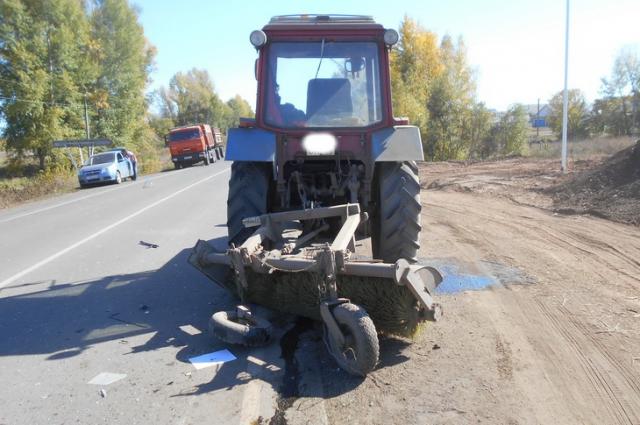 Под Саракташом столкнулись две «легковушки» и трактор.