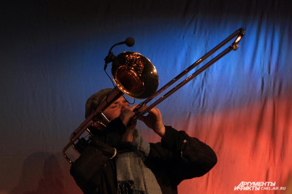 Тромбонист Элиас Файнгерш в постановке «Саундтрек моей жизни».
