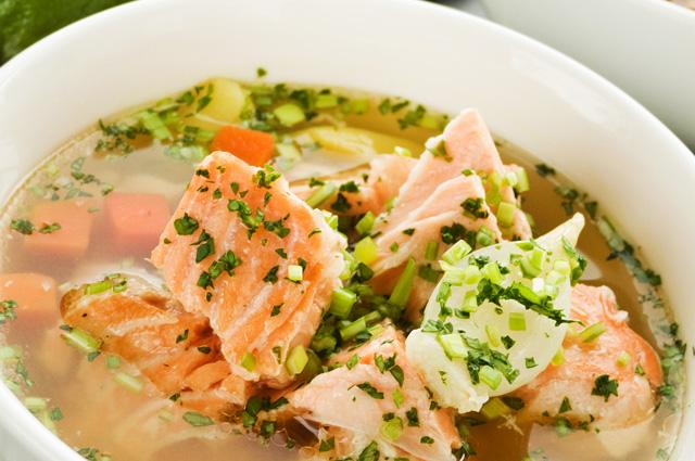 Суп из лосося с брокколи