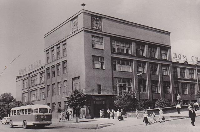 Так выглядел в прошлом главный почтамт Кирова.