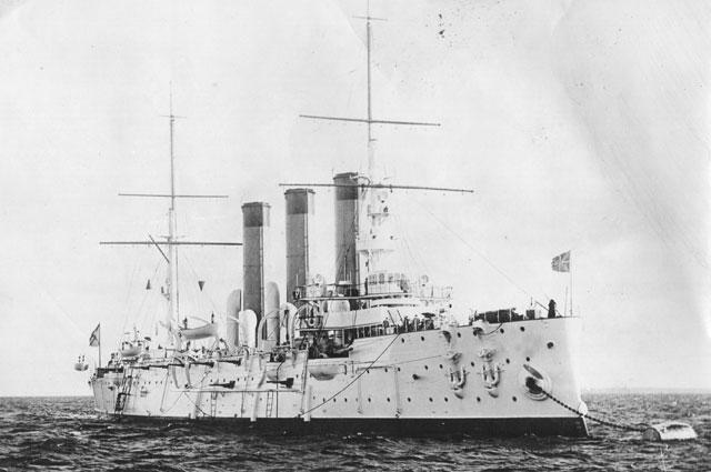 Бронепалубный крейсер «Диана» на Малом Кронштадтском рейде.
