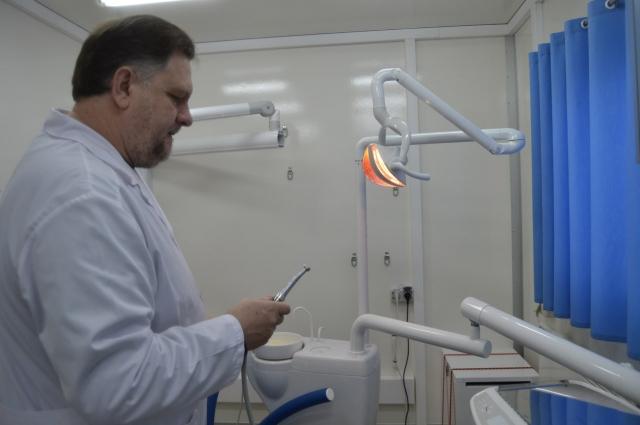 В передвижной поликлинике работает стоматологический кабинет
