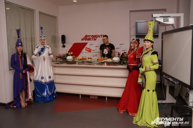 В пресс-центре АиФ-Петербург провели яркую дегустацию бууз.