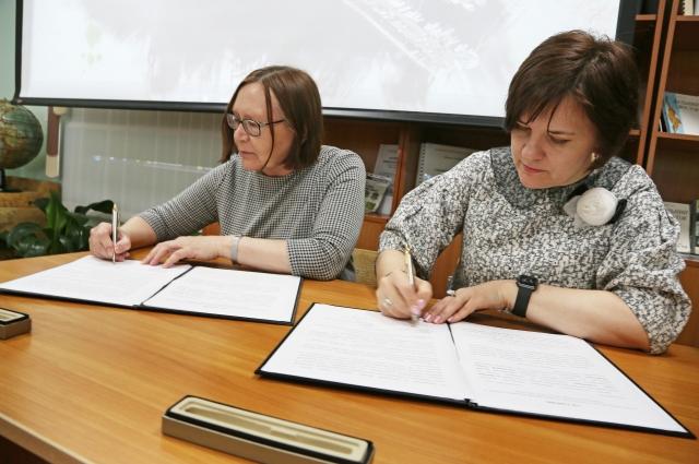 Договор подписан. Книги и картины для слепых ждут публику.