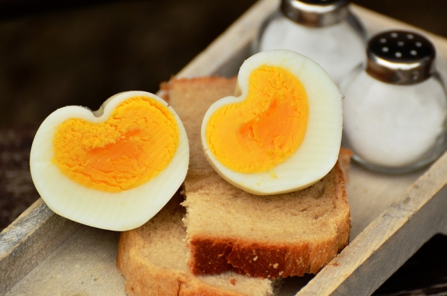 Маринованные яйа могут храниться в холодильнике целую неделю.