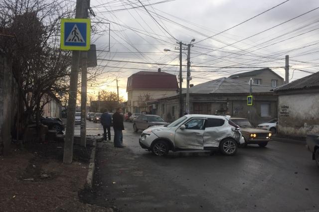 ДТП на перекрёстке двух симферопольских улиц — Чехова и Красноармейской.