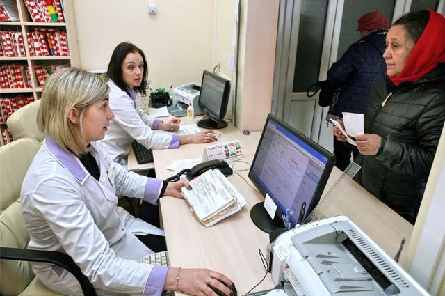 Сейчас нет очередей из желающих работать в больницах, зато много очередей из пациентов, которые не могут попасть на приём.