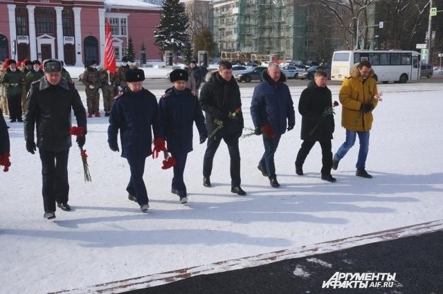 Возложение цветов к мемориалу УДТК.