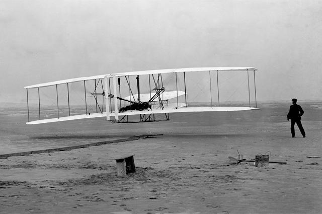Первый полёт Флайера-1 конструкции братьев Райт, 17 декабря 1903 года.
