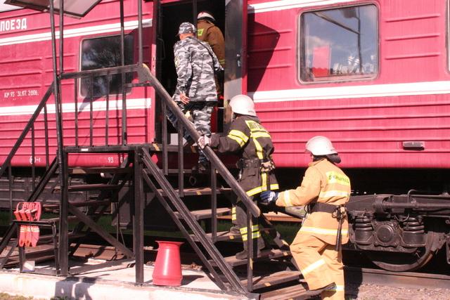 Как только поступает сигнал о чрезвычайной ситуации, пожарный караул моментально собирается и выезжает