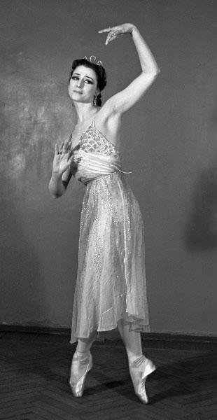 Балерина Майя Плисецкая в роли Эгины в сцене из балета Арама Хачатуряна Спарта в постановке ГАБТа. 1958 год