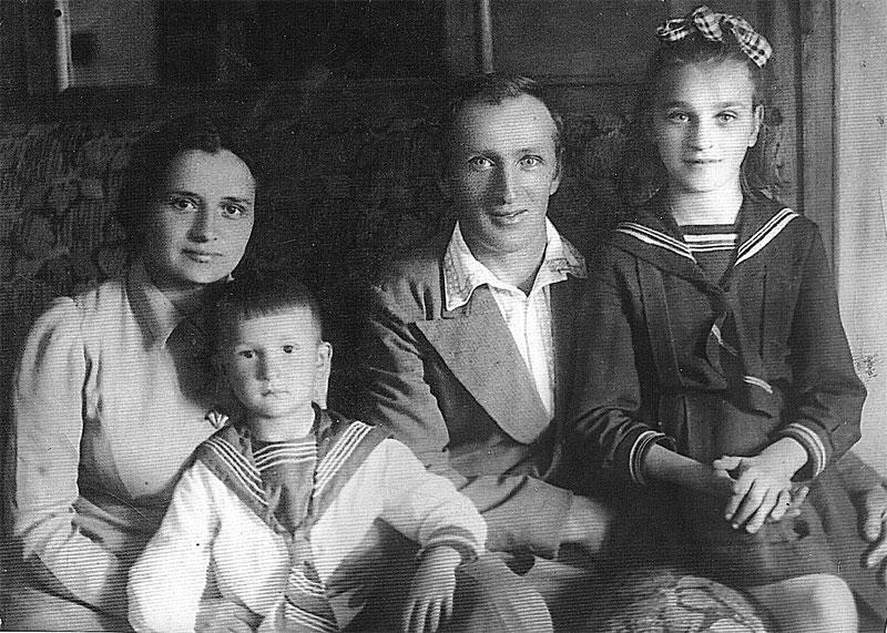 Семья Патеевых в последнее воскресенье перед войной. Одесса, июнь 1941 г