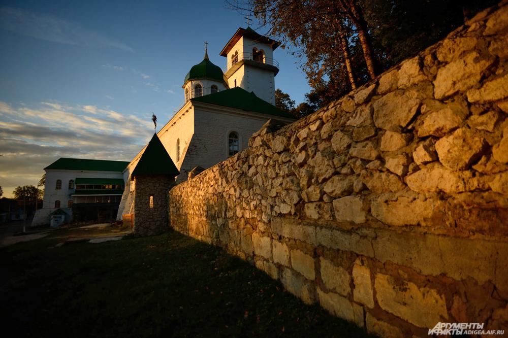 Свято-Михайловский монастырь.