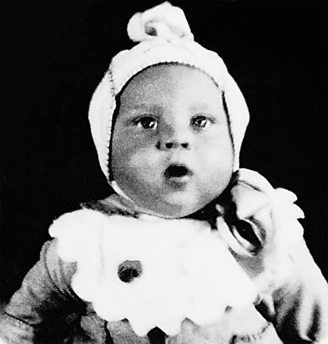Младенца-племянника, будущего поэта Владимира Высоцкого, Алексей встречал в 1938 г. из роддома.