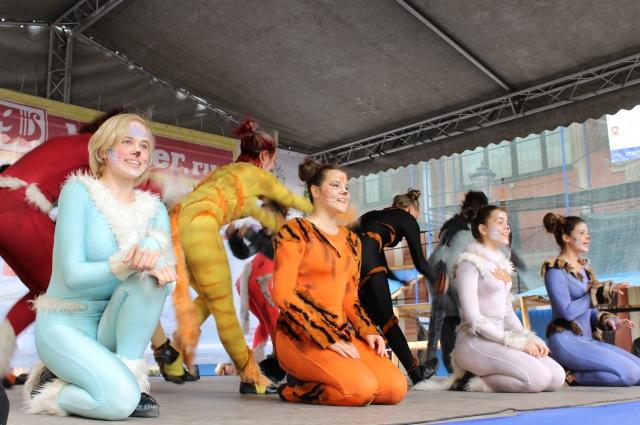 Артисты порадовали маленьких зрителей яркими выступлениями.