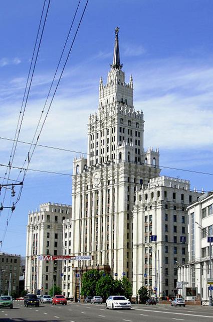 Административно-жилое здание на площади Красных ворот