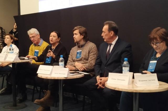 Участники фестиваля на пресс-конференции.