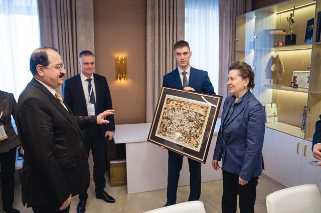 Наталья Комарова на встрече сапослом Сирии Риадом Хаддадом