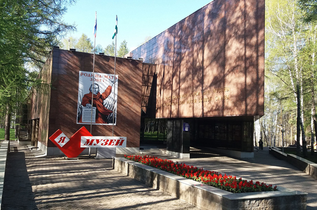 Пока посетителей приглашают только на сайт музея.