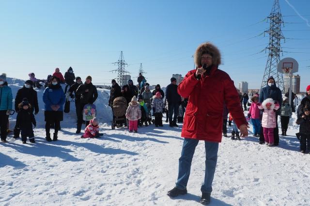 Александр Бойченко тоже приехал на праздник. Это прекрасная возможность и Масленицу отметить, и с людьми поговорить.