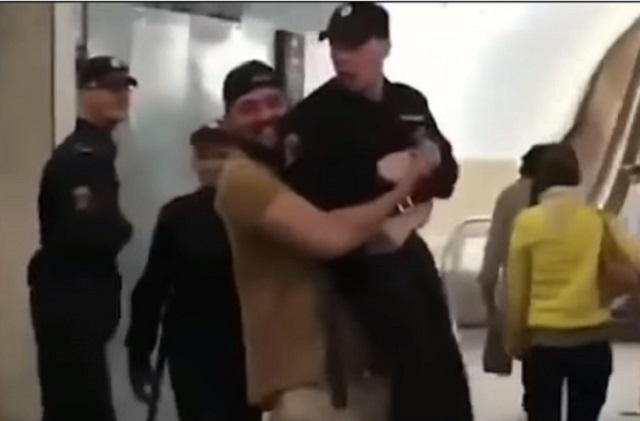 Малеков ради шутки поднял полицейского и получил штраф.