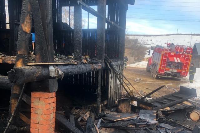 Дом выгорел почти полностью.