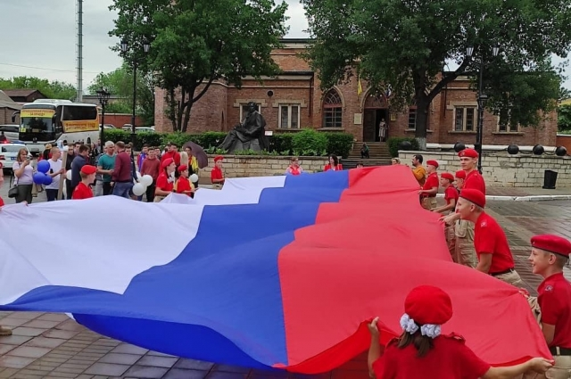 Для оренбуржцев подготовили праздничную программу.