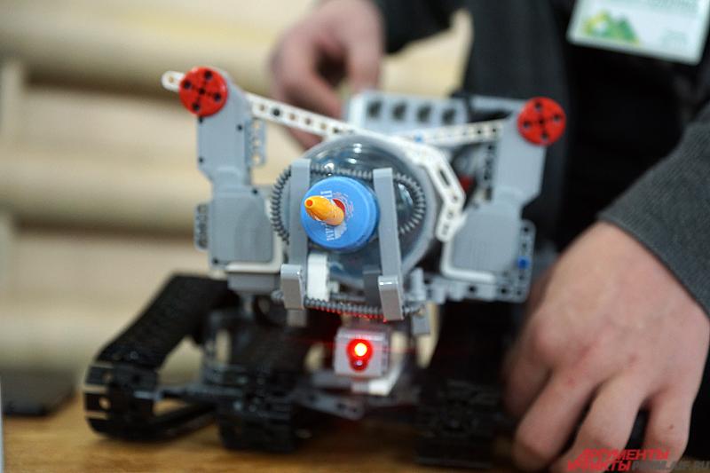 Робот-пожарный, собранный пермских школьником Даниилом Петренко.