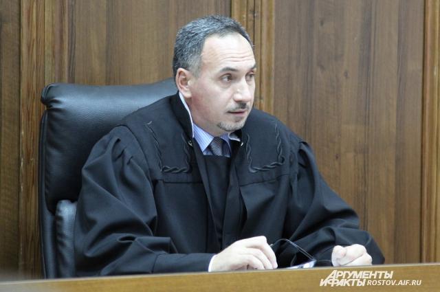 Судья частично удовлетворил ходатайство прокурора, пригласив журналистов на оглашение.