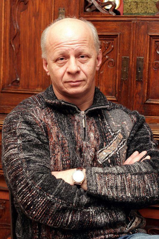 Владимир Бирюков знает, как подавать Гоголя с любовью, юмором и без бутафории.