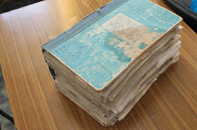 Архивное дело И-63 насчитывает более тысячи страниц. Есть там и указы воеводы - назначенца Москвы, которым подчинялись все жители Челябинской крепости.