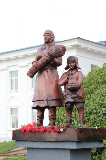 Мемориал в селе Киясово стал одним из немногих памятников в Удмуртии, да и во всей России, посвященных труженикам тыла и детям войны, чей вклад в Победу был не менее весомым.