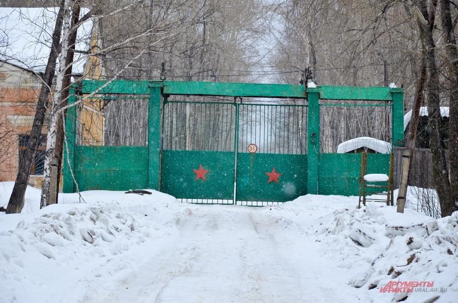 Центральная проходная Красноуральского химического завода.
