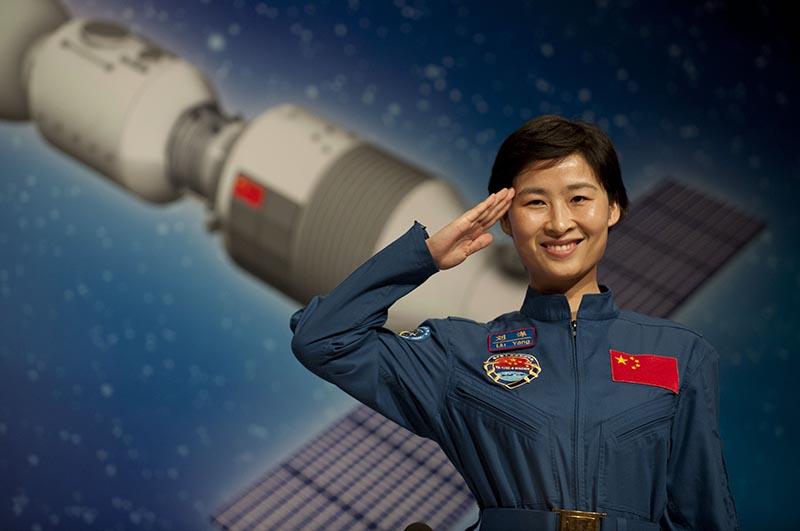 Первая женщина-тайконавт Лю Ян провела в космосе 12 дней и 15 часов