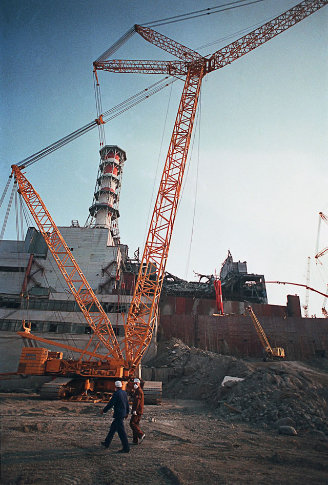 Разлом стены аварийного 4-го энергоблока на Чернобыльской АЭС.