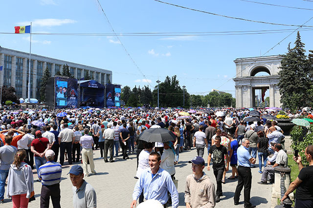 Митинг сторонников Владимира Плахотнюка.