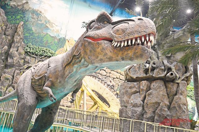 Динозавры двигаются, рычат, но не кусаются.
