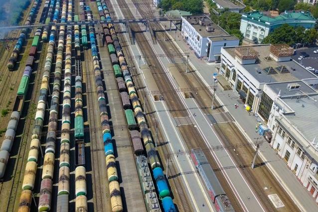 Заказать, зарегистрировать и оплатить грузовые железнодорожные перевозки можно дистанционно.