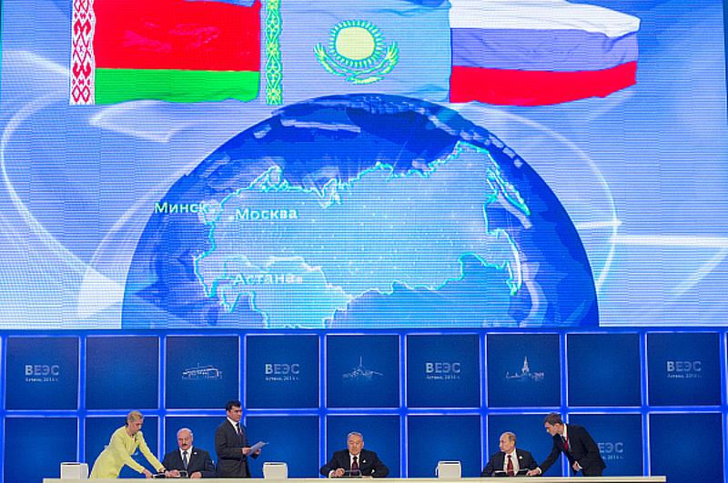 Александр Лукашенко, Нурсултан Назарбаев и Владимир Путин во время подписания договора о создании Евразийского экономического союза