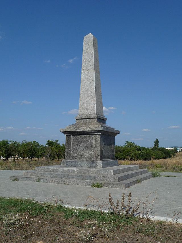Памятник британцам, павшим в Крымской войне 1854 1856. Памятник установлен неподалеку от Сапун-Горы возле дороги Севастополь-Балаклава в связи со 150-летием окончания Крымской войны