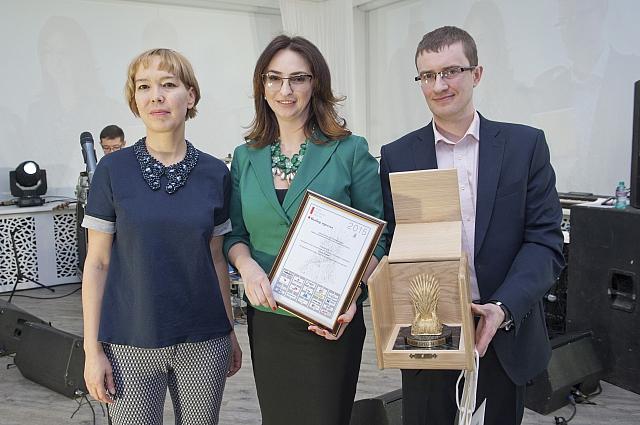 Вручение премии Елене Котовой.