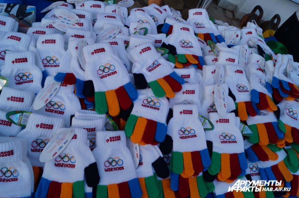 «Отличники» урока от Скобрева получили от знаменитого чемпиона олимпийские перчатки.