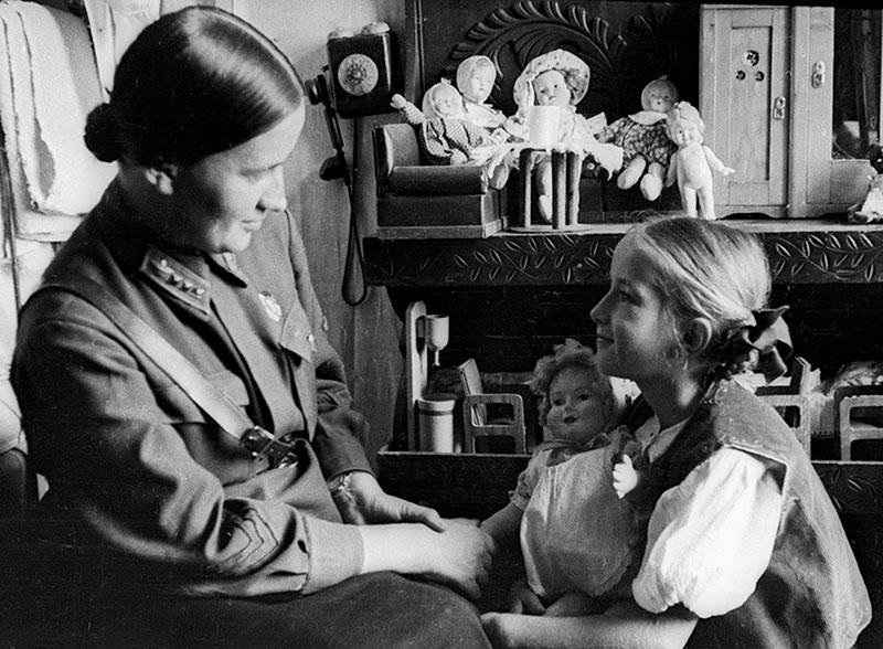 Марина Раскова с дочерью Таней. 1938 г.