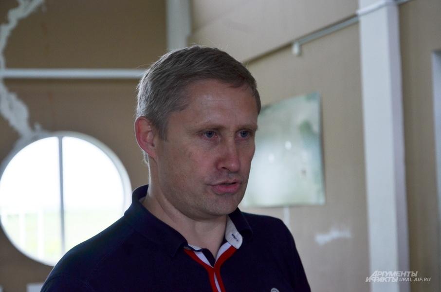 Дмитрий Гмызин основал турнир по парашютному спорту на Кубок Гмызина в память о своем отце.