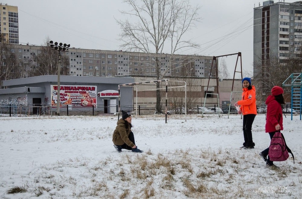 Шашлыком учеников многонациональной школы не удивишь. А вот снег для многих – чудо.