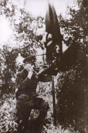Александр Березин у знамени дивизии.